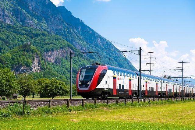passenger-train-3389699_1280.jpg
