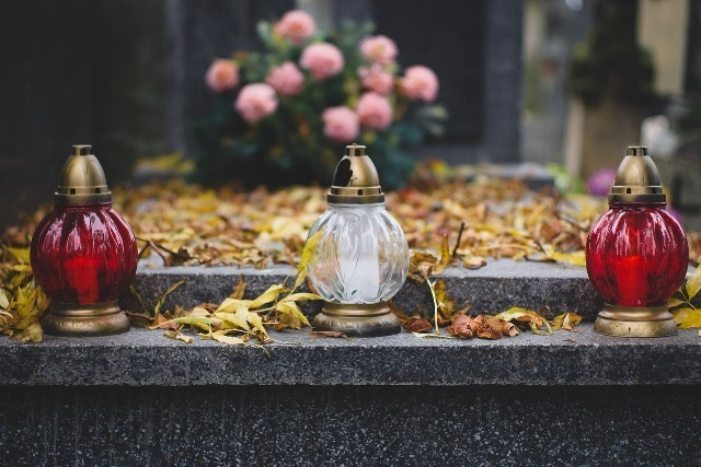 cemetery-2884195_1280.jpg