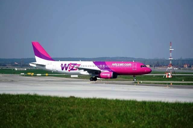 the-plane-2218601_1280-1.jpg